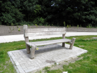 Bench with railings 02